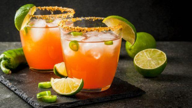 Recetas de cócteles y bebidas para preparar Año Nuevo 2018.
