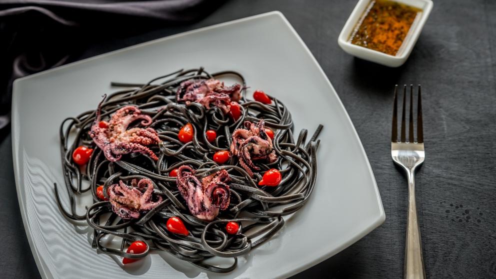 Espaguetis negros con pulpo