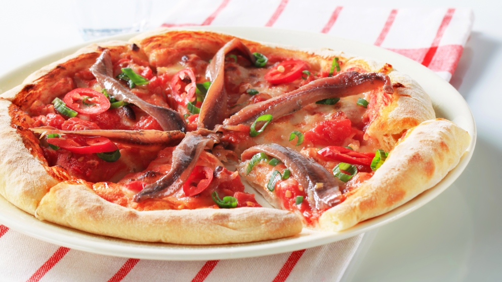 Pizza con queso y anchoas.