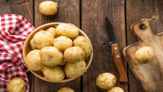Receta de Patatas a la relevancia con almejas