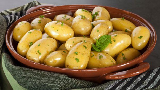 Patatas al vapor en el microondas