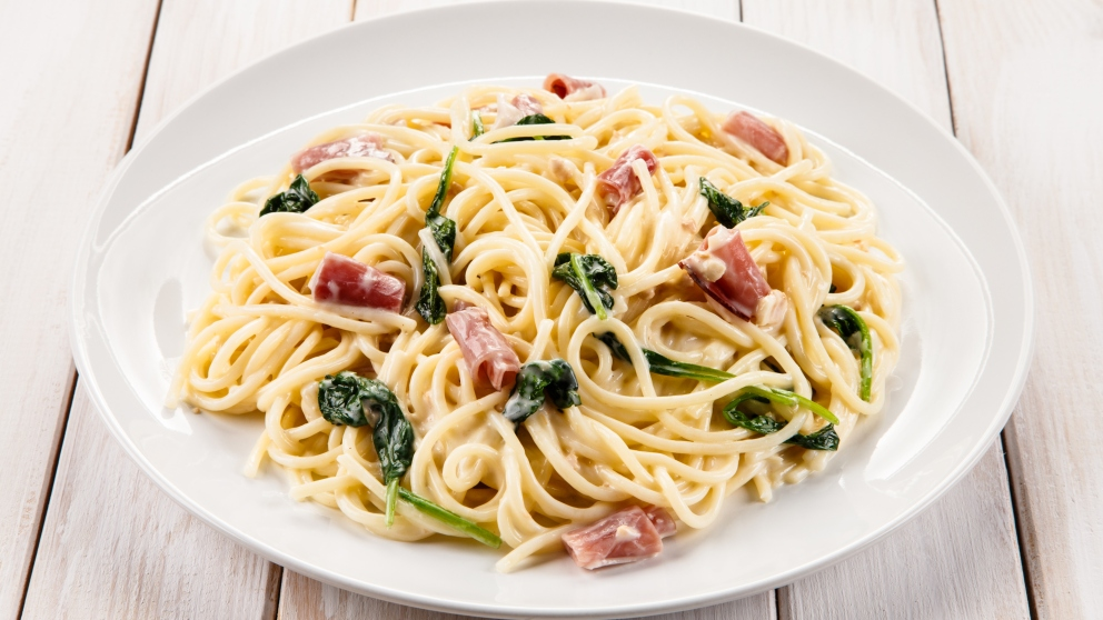 Photo of Receta de Espaguetis a la carbonara con espinacas