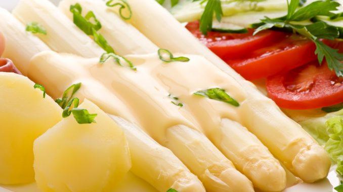 Puerros con salsa holandesa