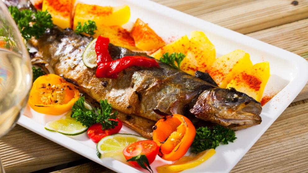 Photo of Receta de Trucha al horno con verduras