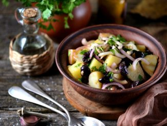 Receta de Ensalada de patatas con anchoas y aceitunas negras 22