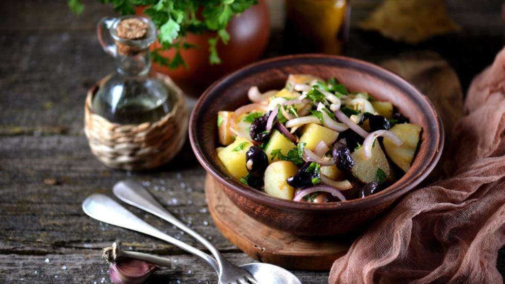 Receta de Ensalada de patatas con anchoas y aceitunas negras 1