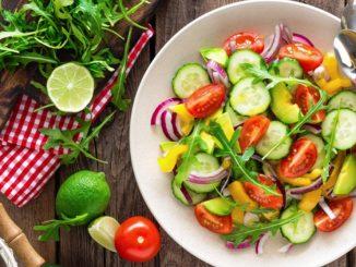 Receta de Ensalada diurética tropical de pepino, apio y piña 12