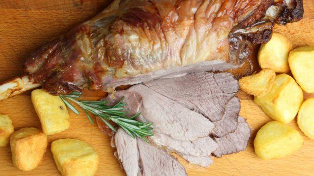 Photo of Receta de cordero asado en su jugo con patatas