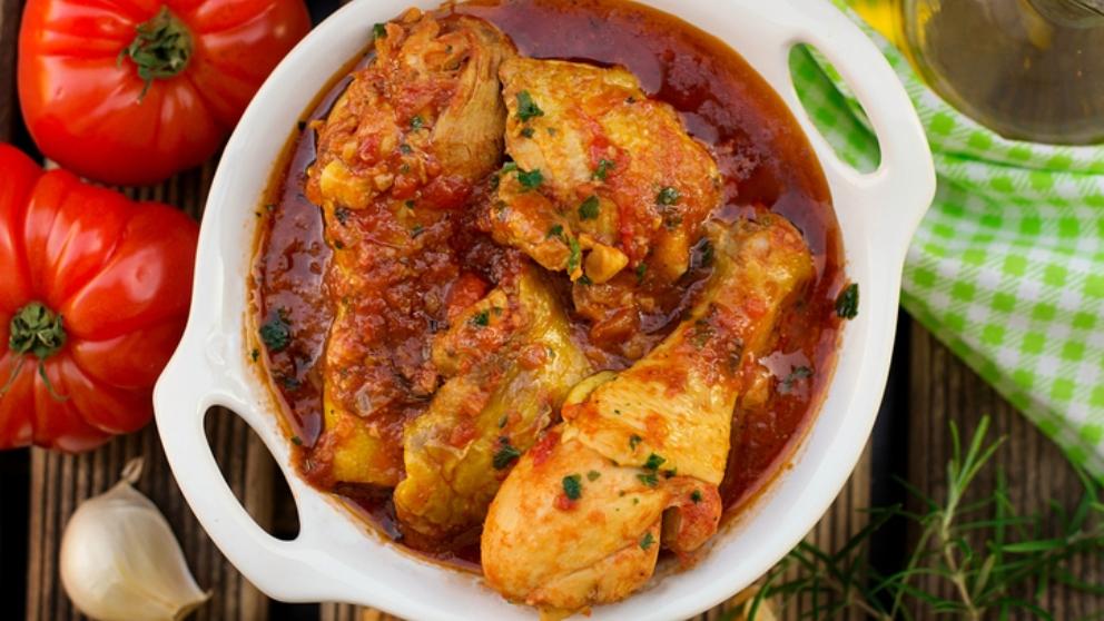 Photo of Receta de Pollo con salsa de tomate y pimientos asados