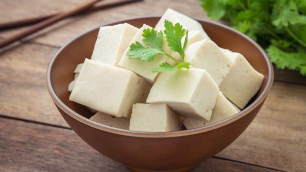 Receta de Ensalada de tofu, canónigos y nueces 3