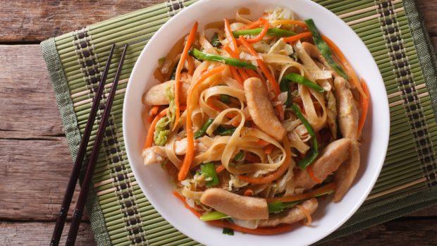 Ensalada de pollo china