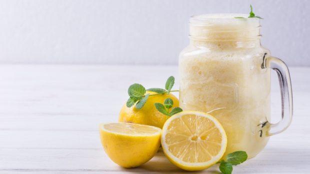 Receta de helado de yogur con limón.