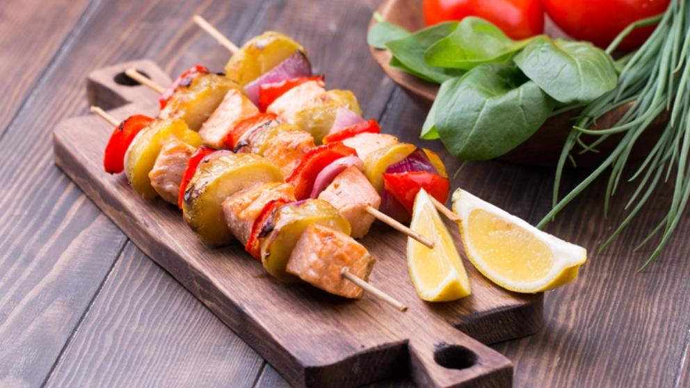 Photo of Receta de Pinchos de salmón y verduras