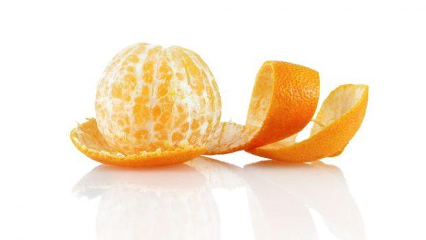 pelar una naranja