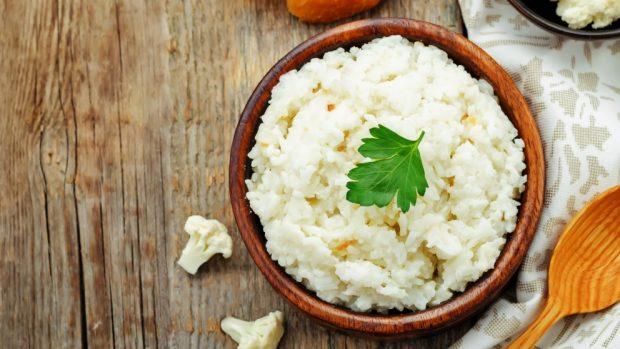 Receta de arroz con coliflor y tocino.