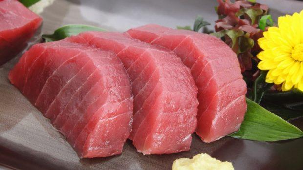 Receta de atún salteado con verduras y miel