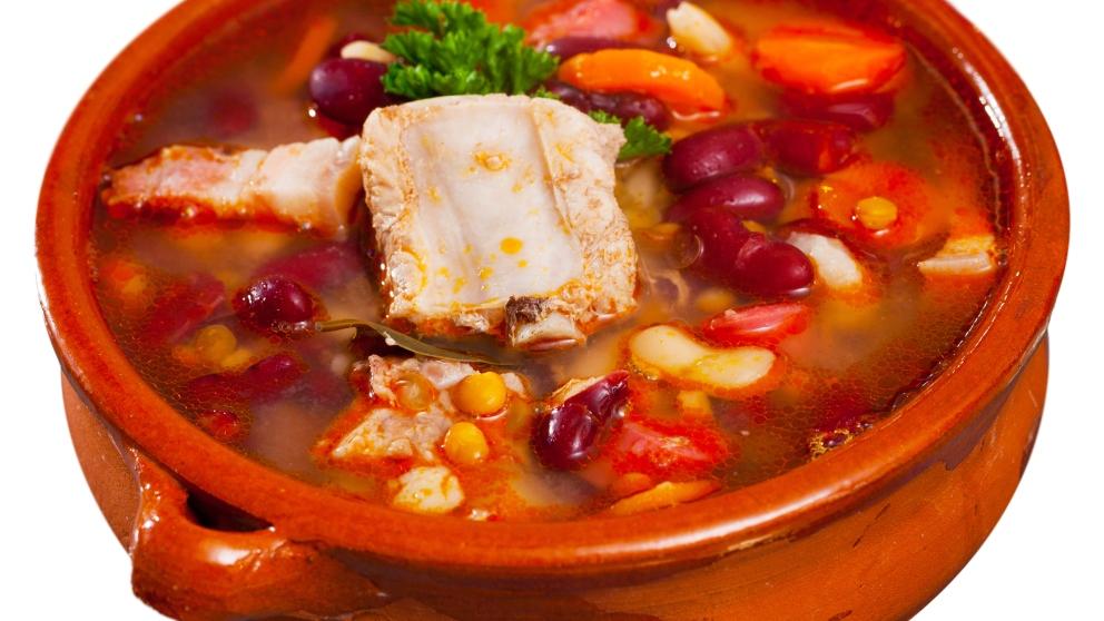 Sopa de frijoles con carne de cerdo