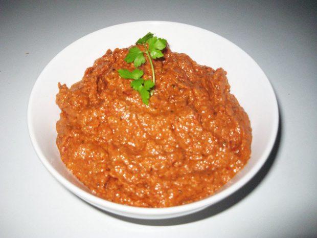 Almejas con salsa de pesto rojo