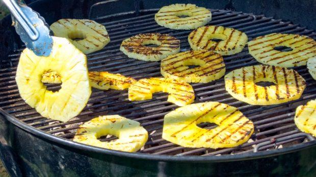 Barbacoa de frutas aromáticas