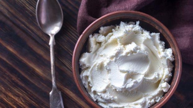 Receta de crema de mascarpone con peras y arándanos