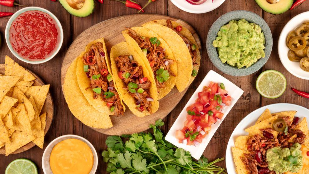 Photo of Diferentes salsas para nachos mexicanos