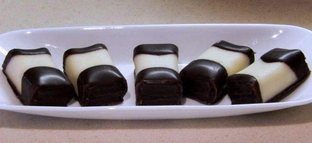 Mazapán con cobertura de chocolate