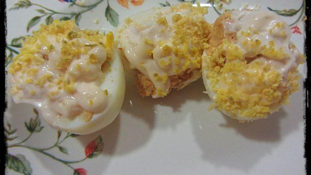 Huevos rellenos de navidad