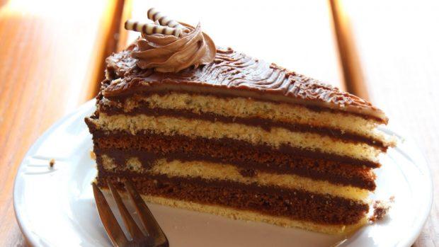 Tarta de almendras, chocolate y turrón