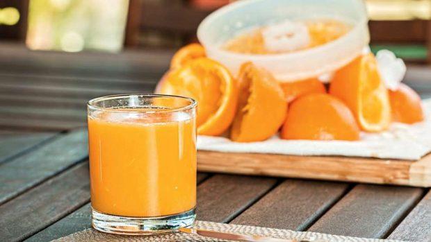 Crepe crujiente de brandada de bacalao con salsa de naranja