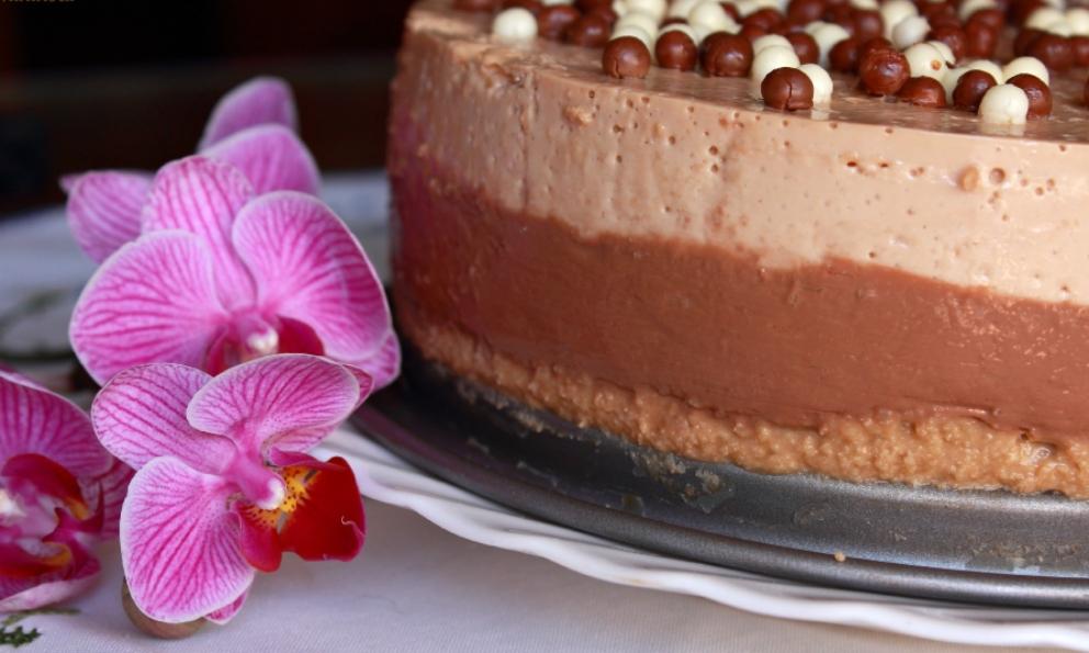 Receta de Tarta de almendras, chocolate y turrón 1