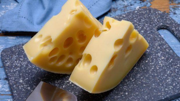 Receta de queso emmental con aceitunas