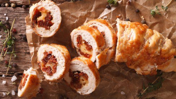 Rollitos de pollo rellenos de jamón ibérico y queso