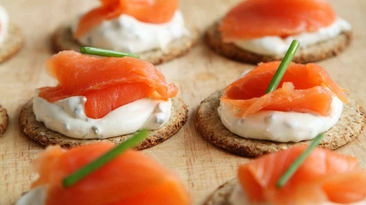 Photo of Receta de Canapés de salmón con queso crema y miel