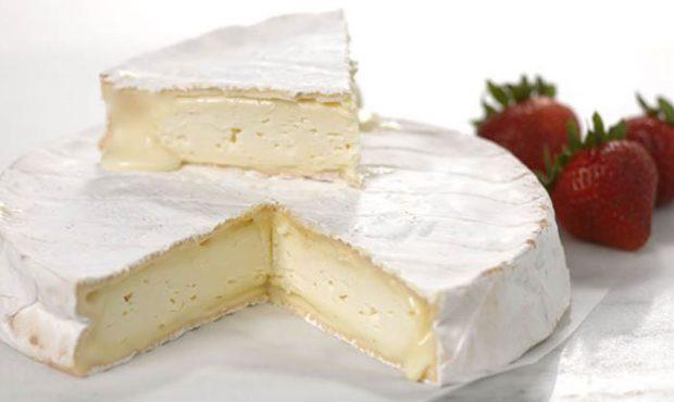 Receta de croissants rellenos de queso y mermelada de cebolla.