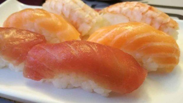 Nigiri sushi con champiñones