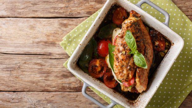 Receta de pechugas de pollo con tomate y parmesano en el microondas