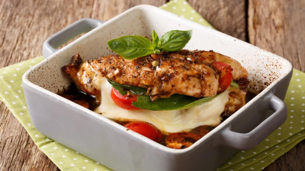 Photo of Receta de pechugas de pollo con tomate y parmesano al microondas