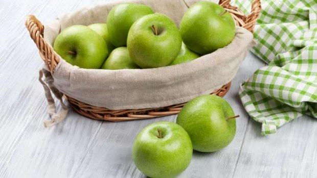 Cómo hacer una guarnición de manzana en el microondas