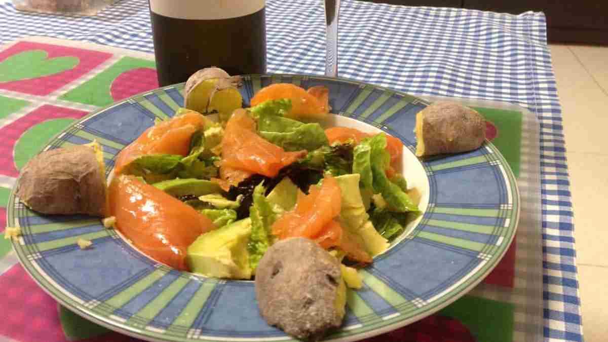 Receta de ensalada de salmón, aguacate y mango 1