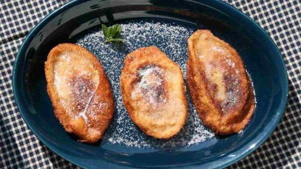 Deliciosas tostadas francesas con pan duro y leche