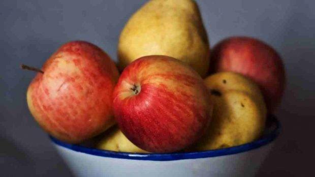 Tarta entera de manzana y pera