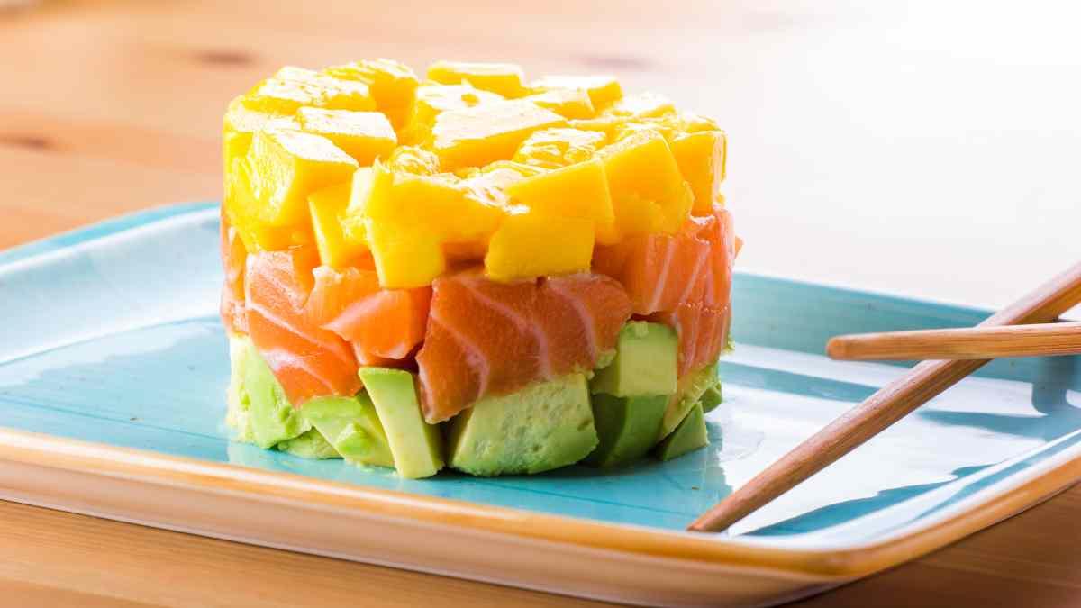 Receta de Espárragos con salmón ahumado y salsa de mango 1