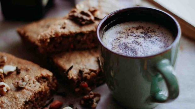 Tarta de arándanos y café