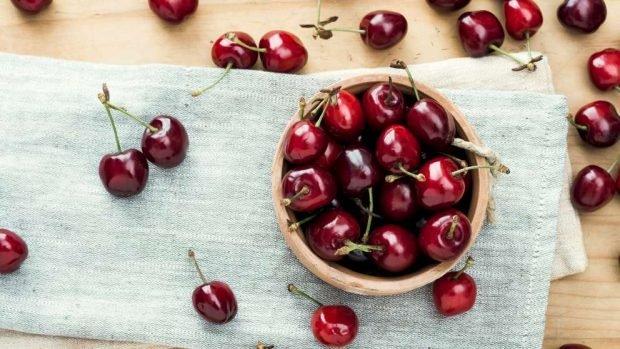 Receta saludable de pudín de cereza y coco