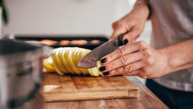 Receta de anchoas con tomate y papas al horno