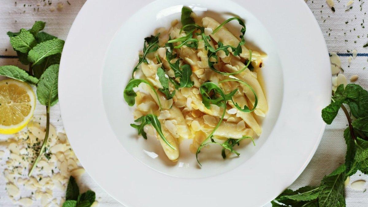 Receta de ensalada de espárragos con vinagreta de almendras 1