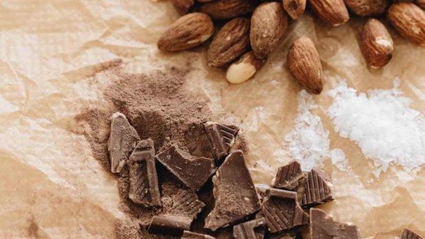 Caramelo de chocolate y almendras