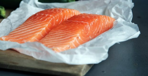 Tartar de salmón con aguacate y manzana receta