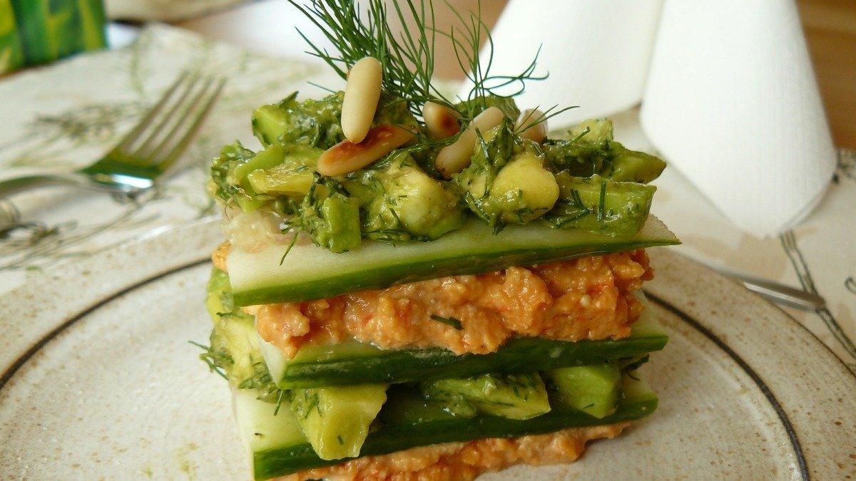 Receta de lasaña fría de pepino, atún y aguacate 1