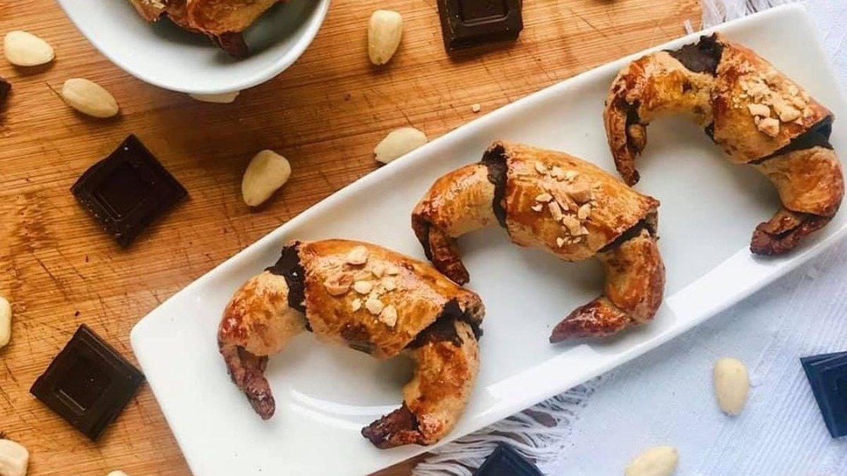 Photo of Receta de minicroissants caseros rellenos de almendras y chocolate
